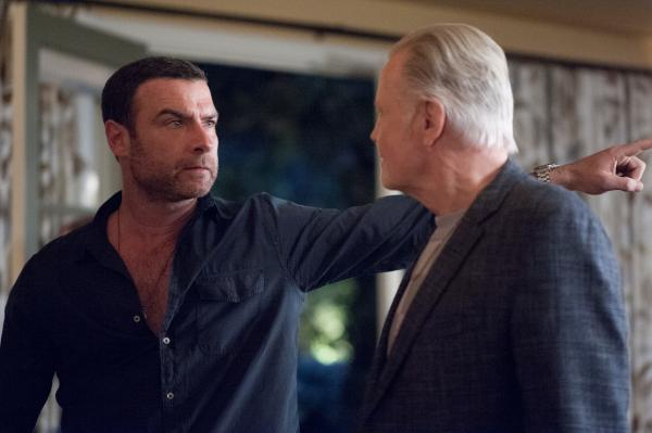 ray donovan seizoen 2. Black Bedroom Furniture Sets. Home Design Ideas